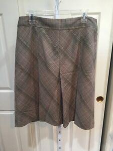 NWT-JONES-WEAR-14-Beige-Plaid-Knee-Length-Pleated-Polyester-Career-Skirt