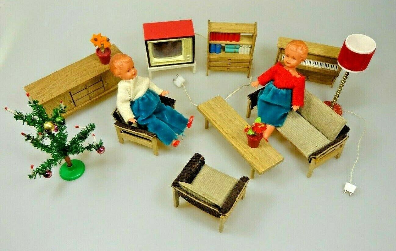 Dollnstube Möbel Fernseher Stehlampe elektrisch Piano Weihnachtsbaum Vintage