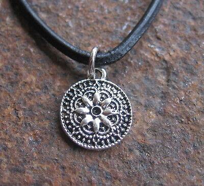 Amulett Halskette Leder Schwarz Damenkette Damen Kette Lederkette Leder Schmuck Reich An Poetischer Und Bildlicher Pracht
