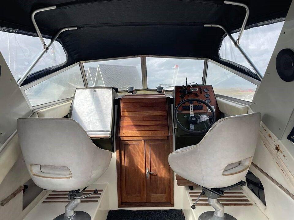 Coronet 26 Family Delux, Motorbåd, årg. 1982