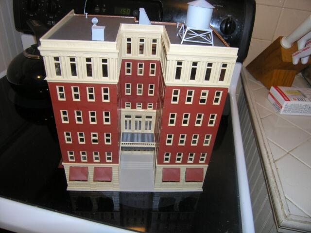 Bachmann HO Scale Lighted Ambassador Hotel 4
