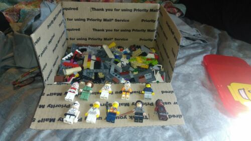 BULK LEGOS APPROX 6 POUNDS WITH 10 MINI FIGS