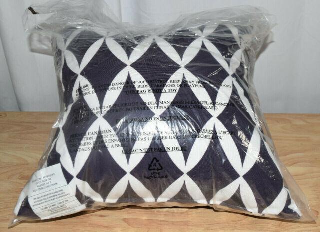 Black//White - NAVAJO Collection KAVKA Designs Cherokee Black Bath Towel, MGTAVC2005FSBT TOW-FSBT-30X62-MGT2005 Size: 30x62x.5 -