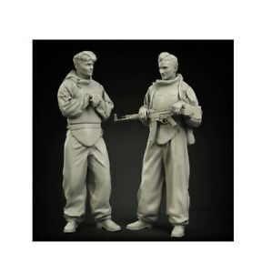 2 figures 1//35 Resin Figures Model Kit WW2 Soviet Tanker and German Casualty