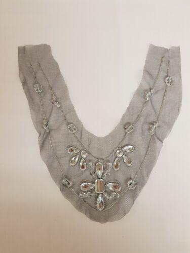 V-Shape Beaded motif-clair//blanc Rhin pierres-utilisé pour V-cou tops//ROBES