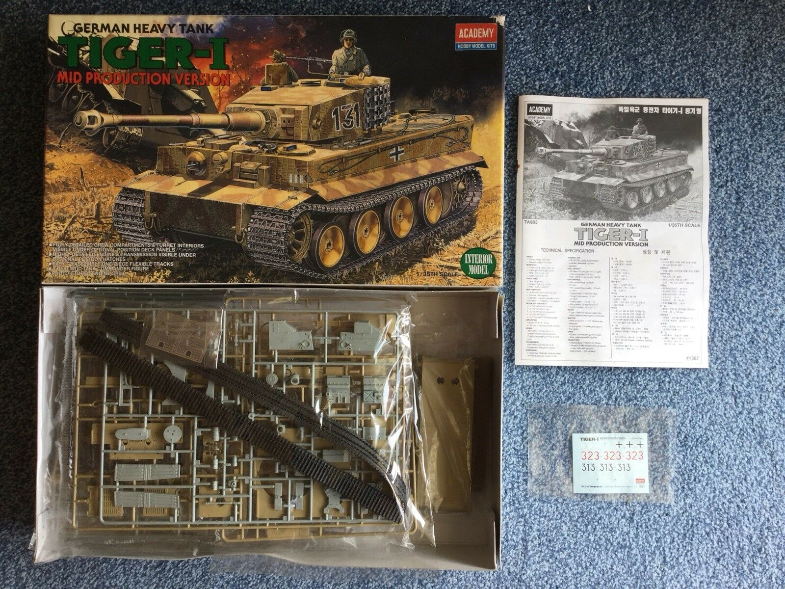 Academy 1 35 Tiger I Mid Production with Interior plastic model kit
