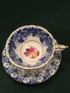 Paragon Fine Bone China Bluewhite Flowers Pink Flower Center Of Cup