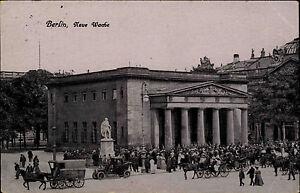 Berlin-alte-Ansichtskarte-1916-Strassen-Partie-Autos-Personen-an-der-Neue-Wache