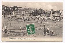 trouville , la plage et l'hôtel de paris