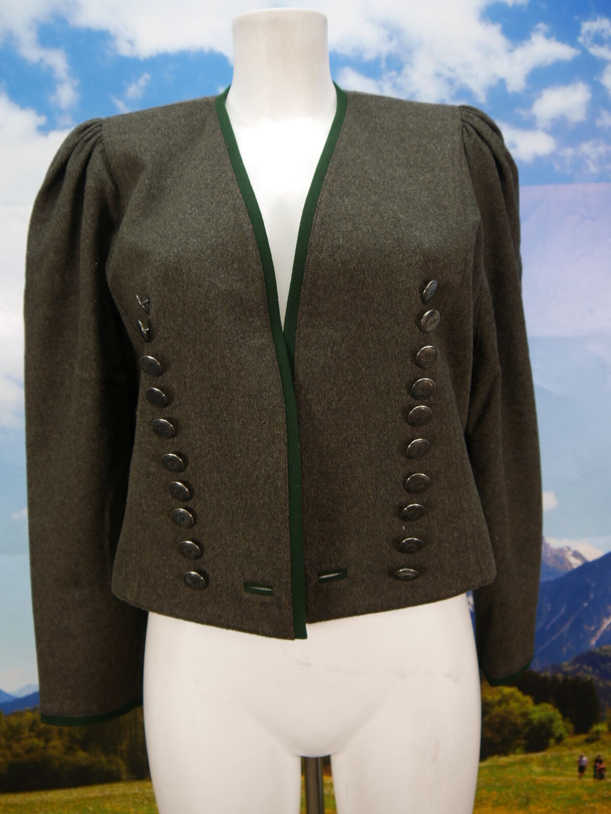 Neuwertige Admont kurze Trachtenjacke braun schön leichte Blazer Jacke Gr.38