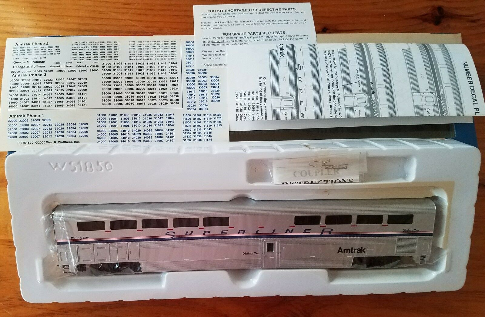 Walthers Amtrak Superliner I Diner Amtrak Phase IV 932-6183