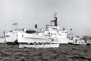 Postcard-RN-HMS-Sheffield-Southampton-Class-Cruiser-c1960s-at-Portsmouth-D47