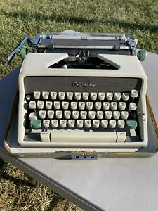 Vintage 1961, Olympia, SM7, De Luxe Portable Typewriter with Case, **WORKS**