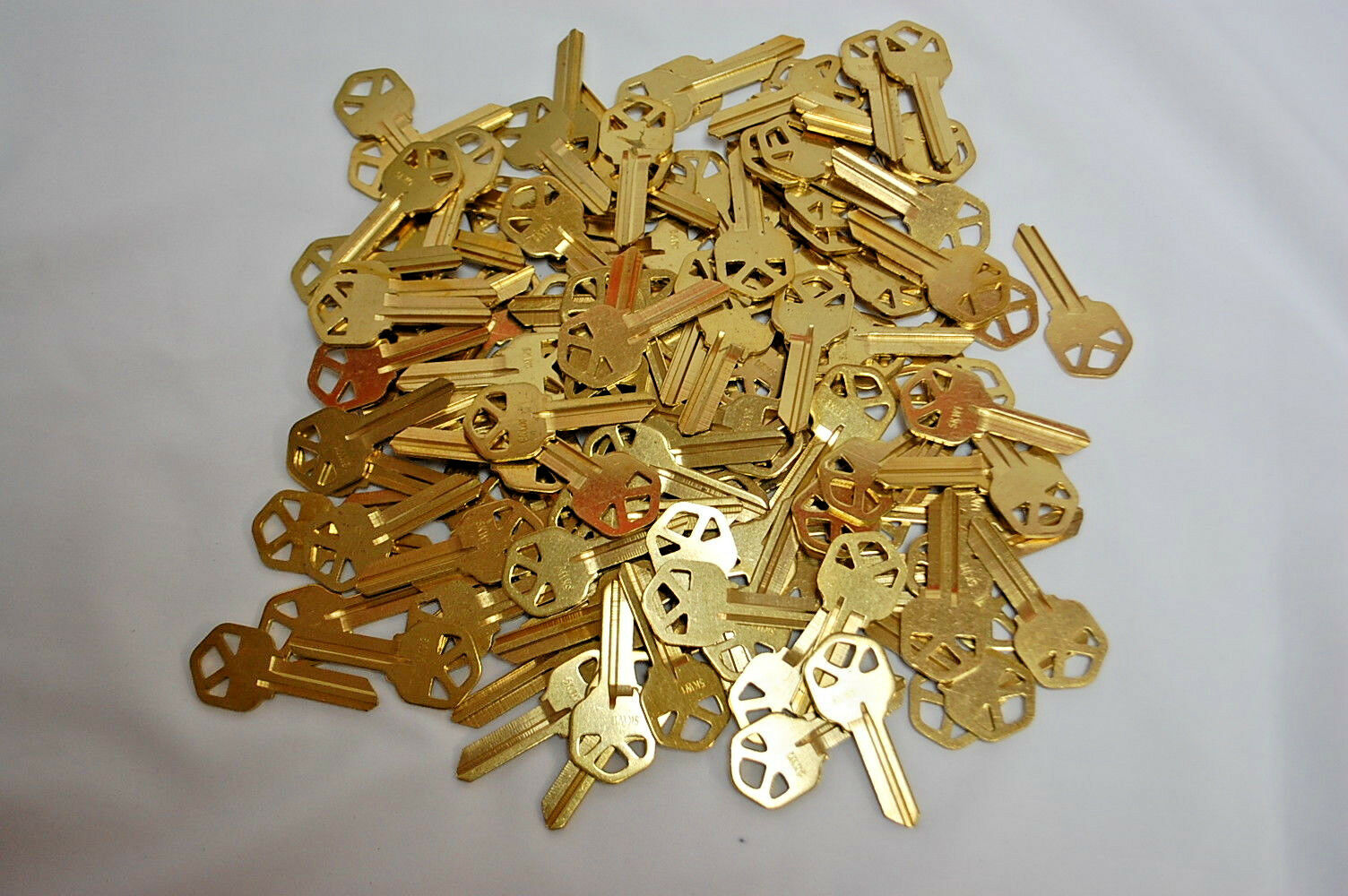 1-Lot of 123   SOLID BRASS 5-PIN KEY BLANKS KW1 (NEW) ( S8241)