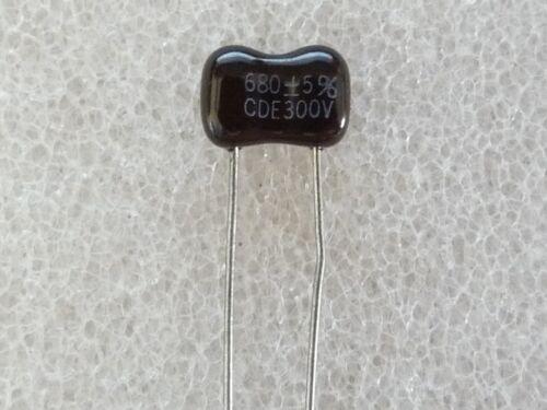 2 condensateurs Silver Mica 680pF 300V 5/% CDE