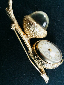 LARGE-VINTAGE-FIGURAL-WATCH-PIN-JELLY-BELLY-LUCITE-ACORNS-BROOCH