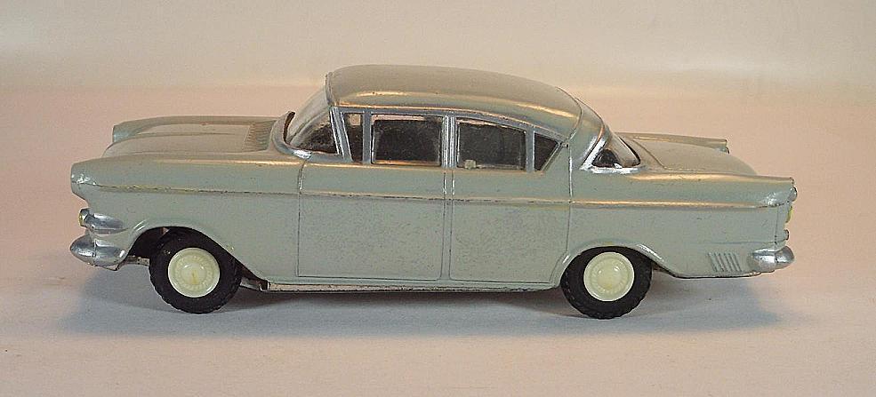 REX TOYS Opel Capitaine grisargent avec tôle sol années 60er  4484