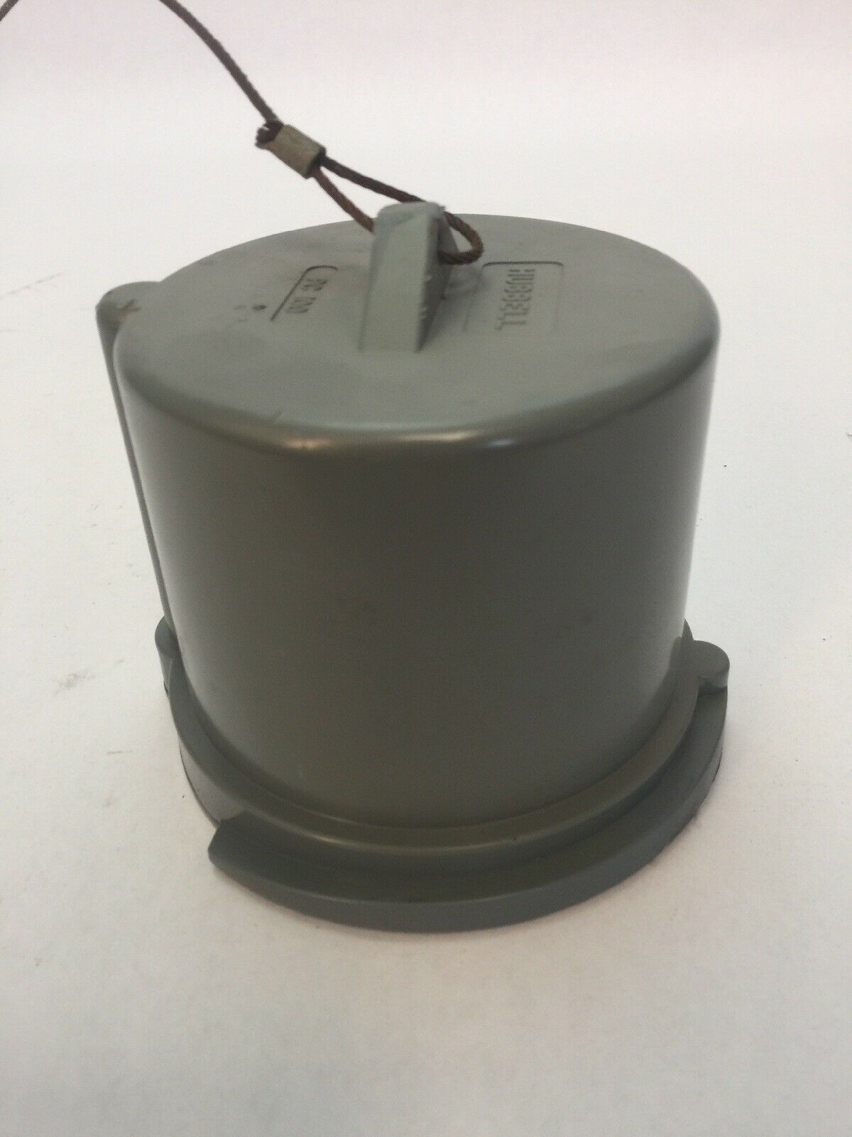 Closure HUBBELL WIRING DEVICE-KELLEMS PC100 Cap