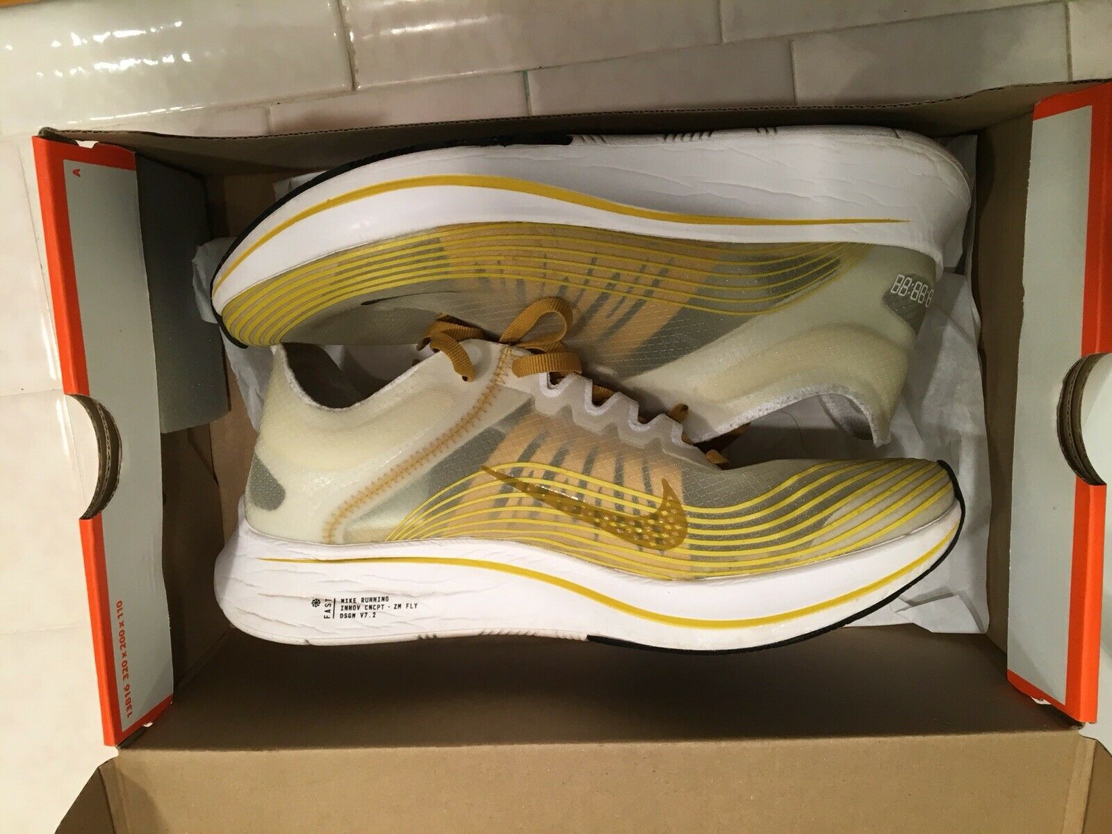 Nike zoom fly sp breaking 2. Box included