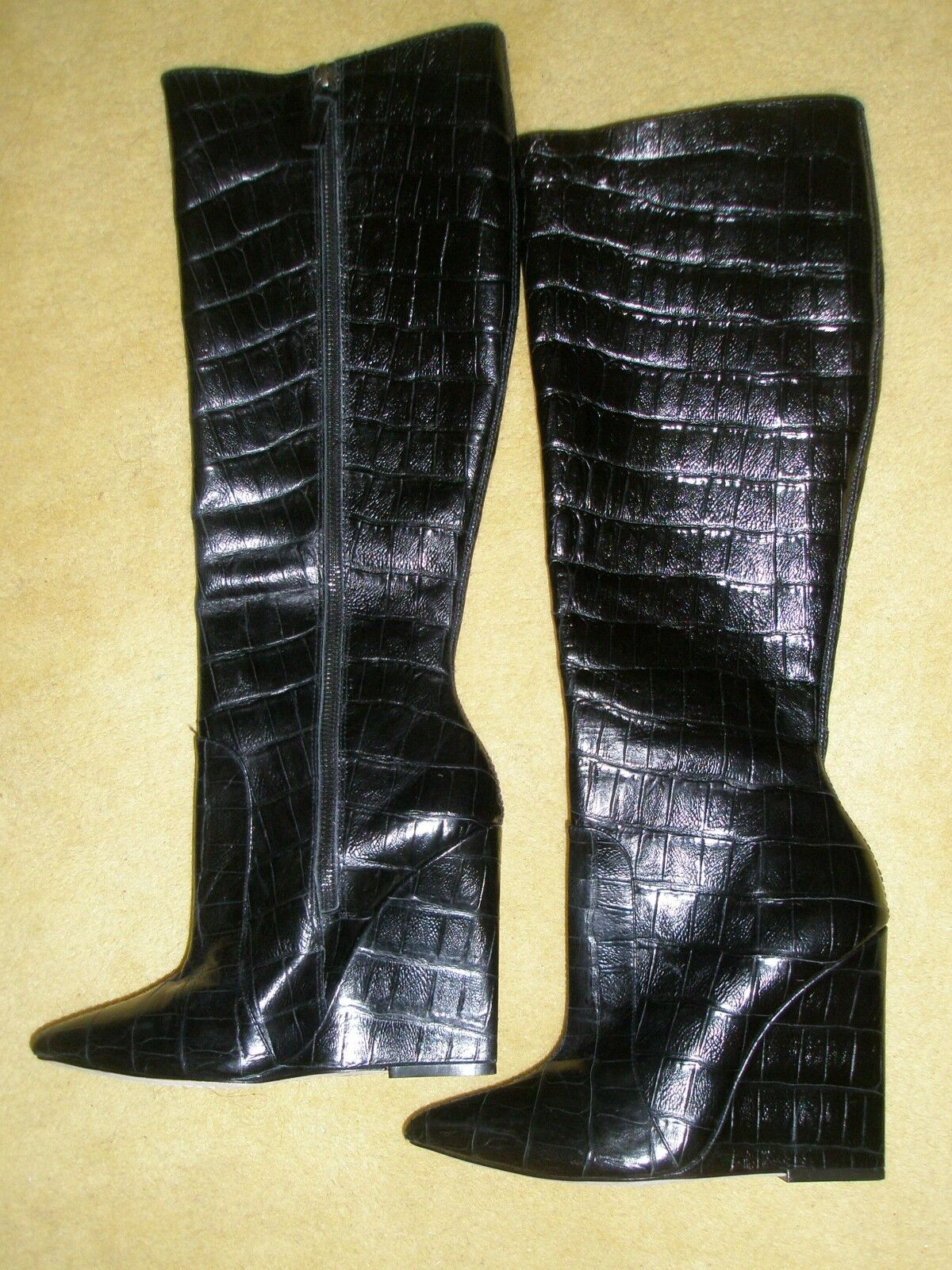 Alice and Olivia Ophelia Black Black Black Wedge Crocodile Embossed Leather Boots Size 8 da4a56