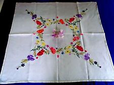 GORGEOUS VINTAGE LINEN HAND EMBROIDERED TABLECLOTH GARLAND OF SUMMER FLOWERS
