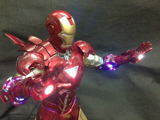 Hot Toys 1 6 Ironman Tony Stark Mark VI Avengers Exclusive LED Build In