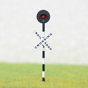 2-x-HO-Scale-Railroad-crossing-signal-light-one-target-with-flashing-red-led