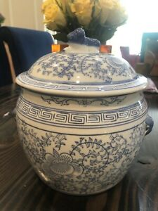 blue-and-white-Ceramic-Porcelain-jar-w-lid-8-animal-handle-Top-Mid-1970-China