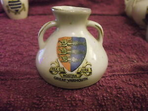 crested-china-Great-Yarmouth-2-handled-vase