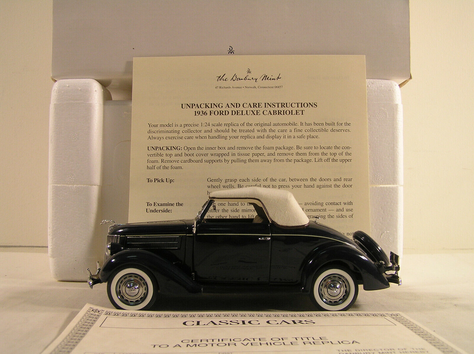 1936 Ford Deluxe Cabriolet by Danbury Mint, 195-039