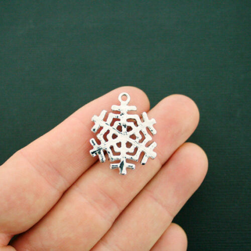 SC6367 Snowflake Charm Silver Tone With Inset Rhinestones Absolutely Stunning