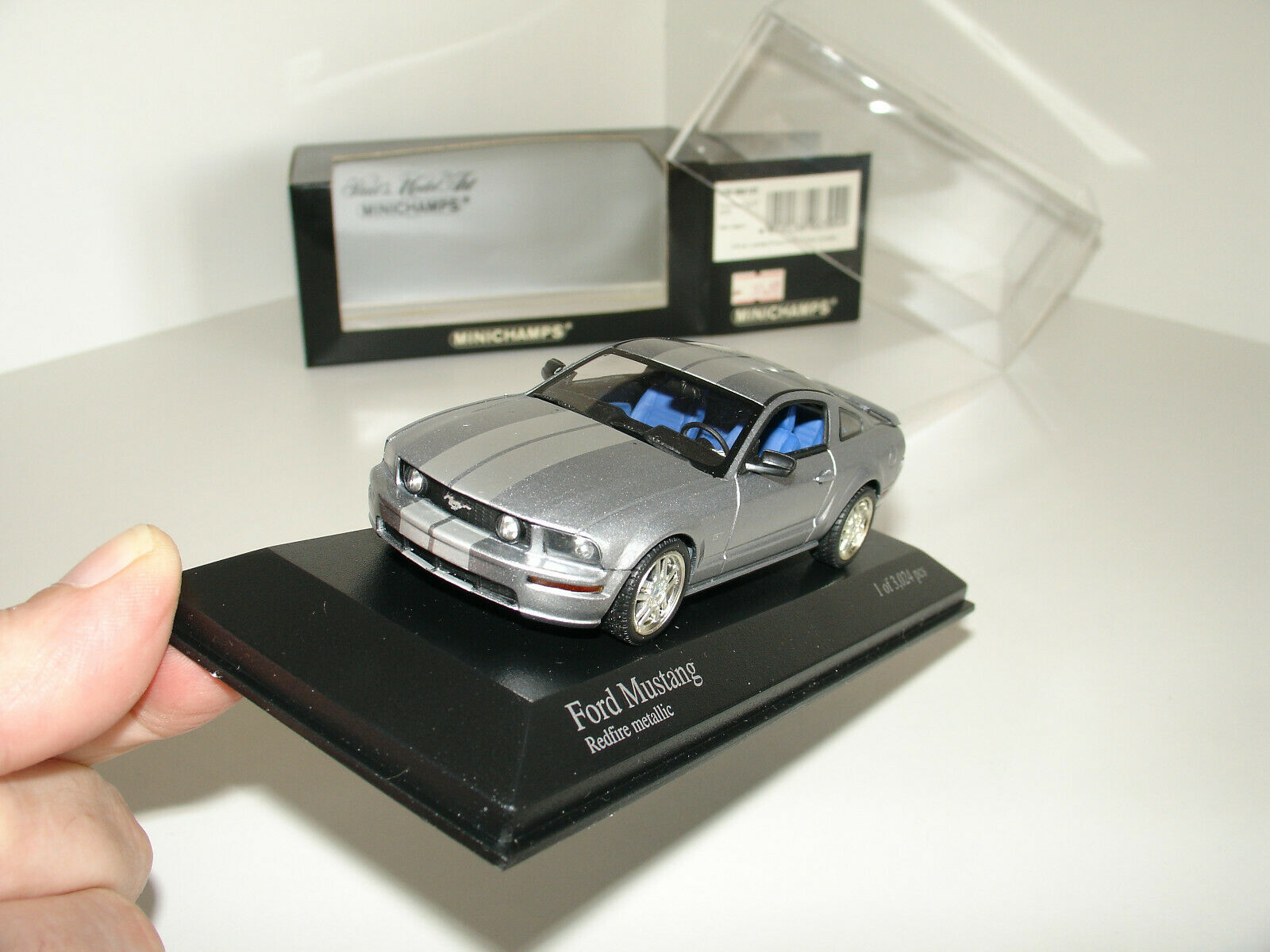 143 Ford Mustang 2005 argento by Minichamps Scatola sborsaliata