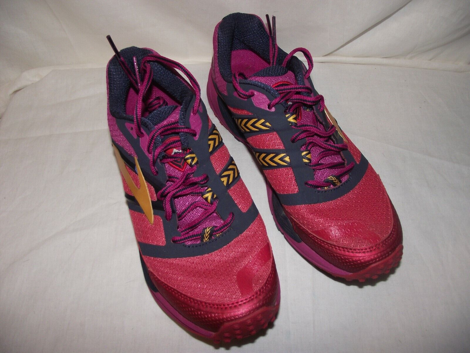 Brooks Cascadia 12 Women 9 and 8.5 Trail Running Sneaker EUC 2 Different Sizes