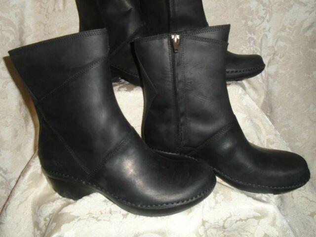NEW Merrell Emma black leather boot Mid