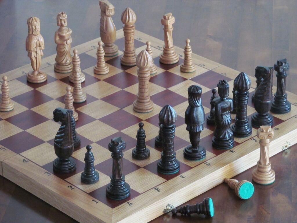 Nouvelle marque de luxe main voitureved oak jeu d'échecs en  bois 65cm x65cm  bonne qualité