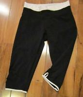 LULULEMON DHANURASANA CROPS IN BLACK AND WHITE SIZE 4