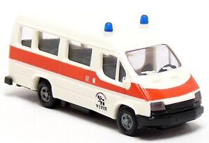Praline-busch-Ford-Transit-ktw-MTW-krankentransporte-ambulancia-blanco-1-87-h0