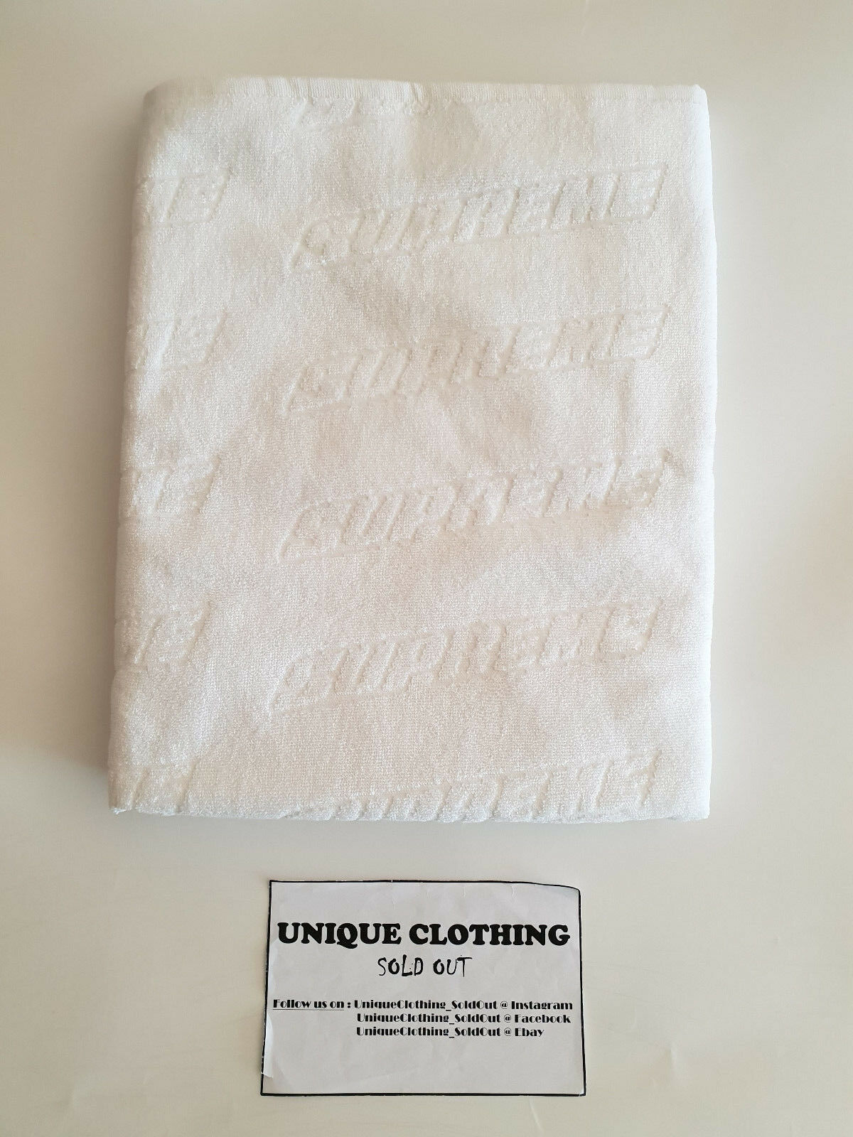 SUPREME EMBOSSED LOGO BEACH TOWEL blanc
