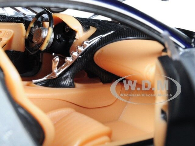 Welly 24077S//BL Bugatti Chiron Silver Blue 1//24-1//27 Diecast Model Car
