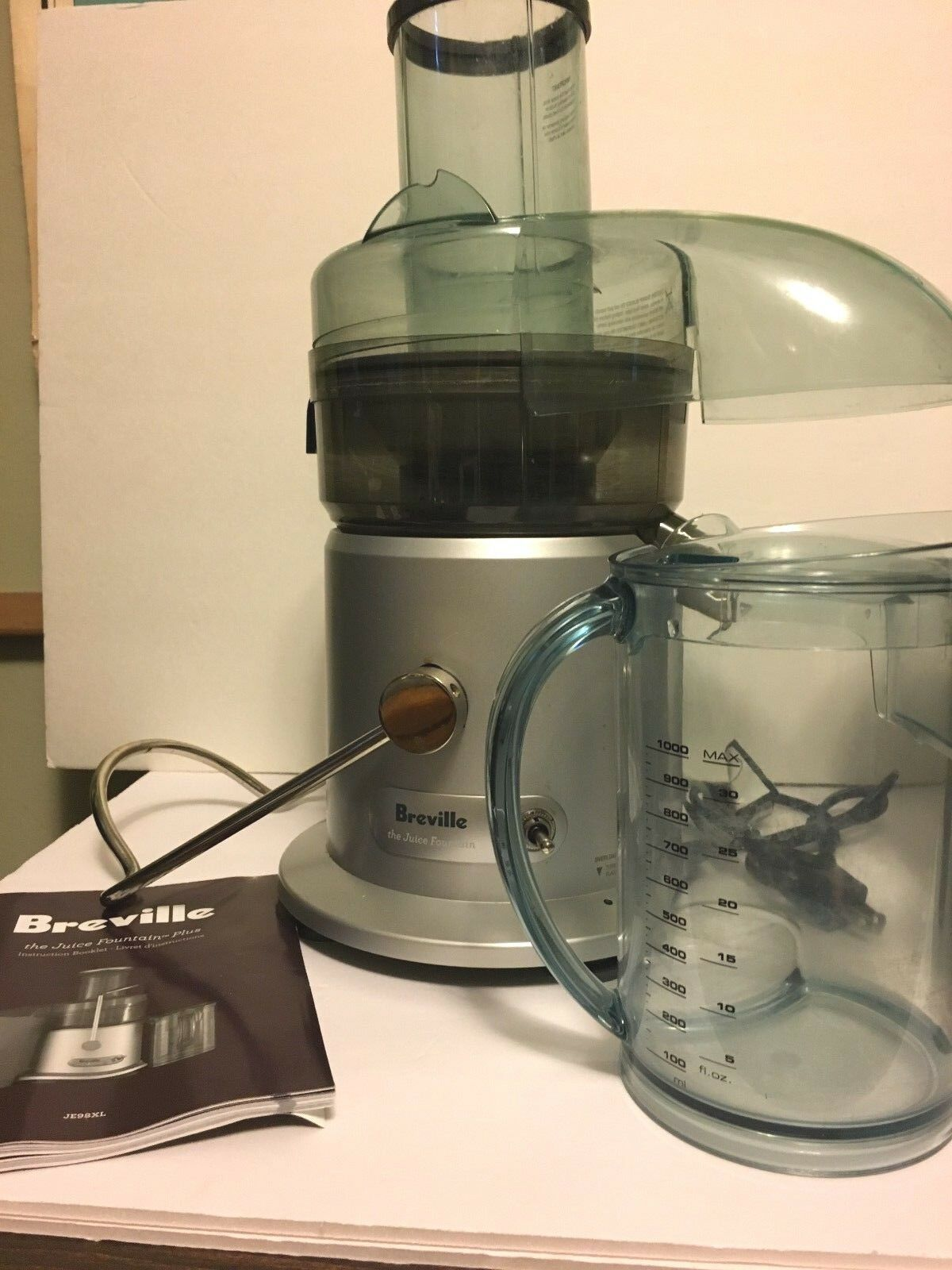 Breville RM-JE98XL Juice Fountain Plus 850-Watt Juicer-très bon état