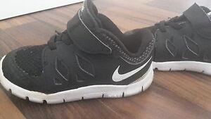 Steckdose online starke verpackung Angebot Details zu schwarze Jungen Schuhe Sneaker Nike Free Größe 25