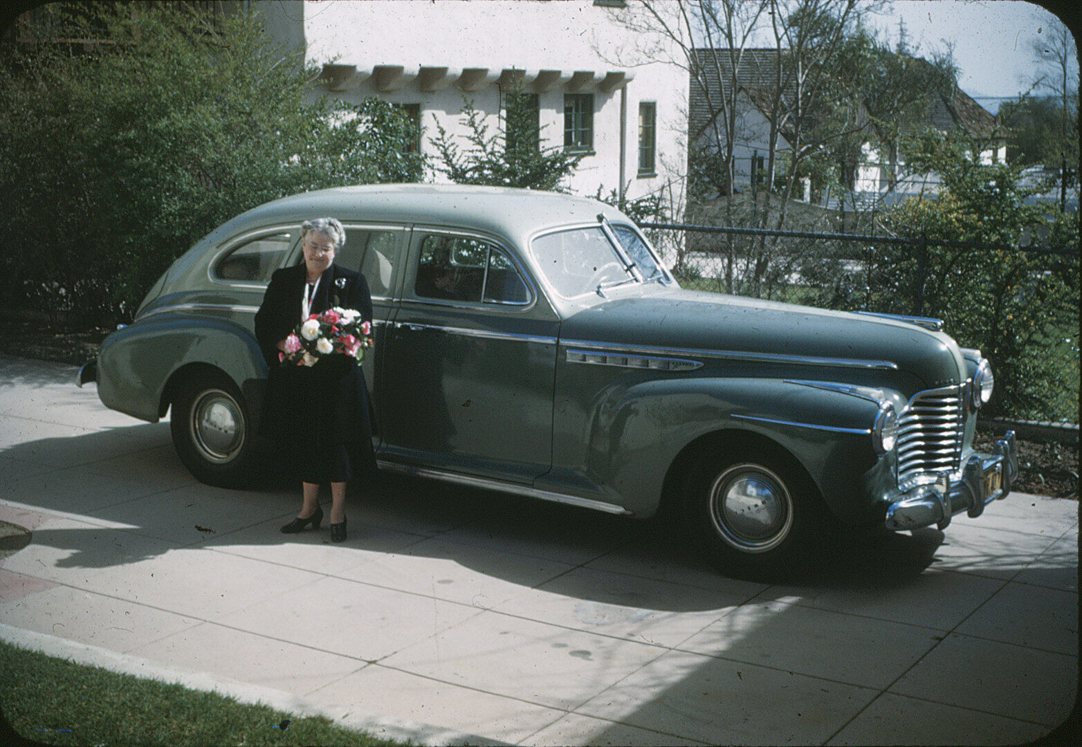 Image 1 - 1941-Buick-One-35-mm-Red-Border-Kodchromes-Slide