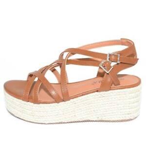 Zeppa sandalo moda donna in ecopelle cuoio con fascette incrociate e chiusura al