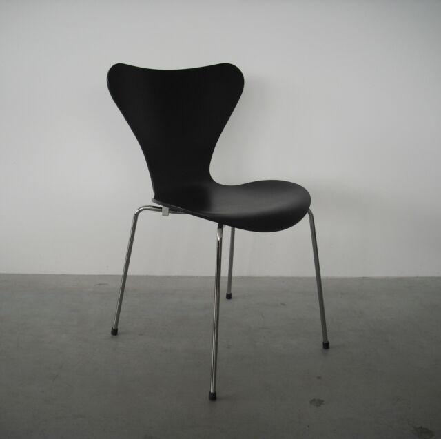 Fritz Hansen 3107 Arne Jacobsen lasiert schwarz SH46 5cm Stuhl Stapelstuhl