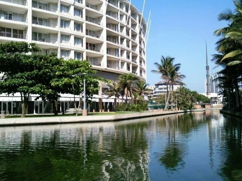 UPMARKET 2 BEDROOM APARTMENT SITUATED AT THE SAILS ON POINT WATERFRONT R 2 150 000