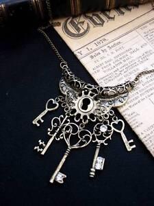 Bronze-Keys-Filigree-Heart-Necklace-Antique-Steampunk-Vintage-Key-Fantasy-Love