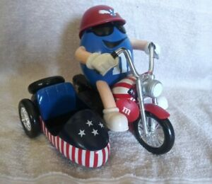 M-amp-M-Dispenser-Freedom-Rider-Blue-on-a-Motorcycle-with-a-sidecar-1993-RARE-EUC