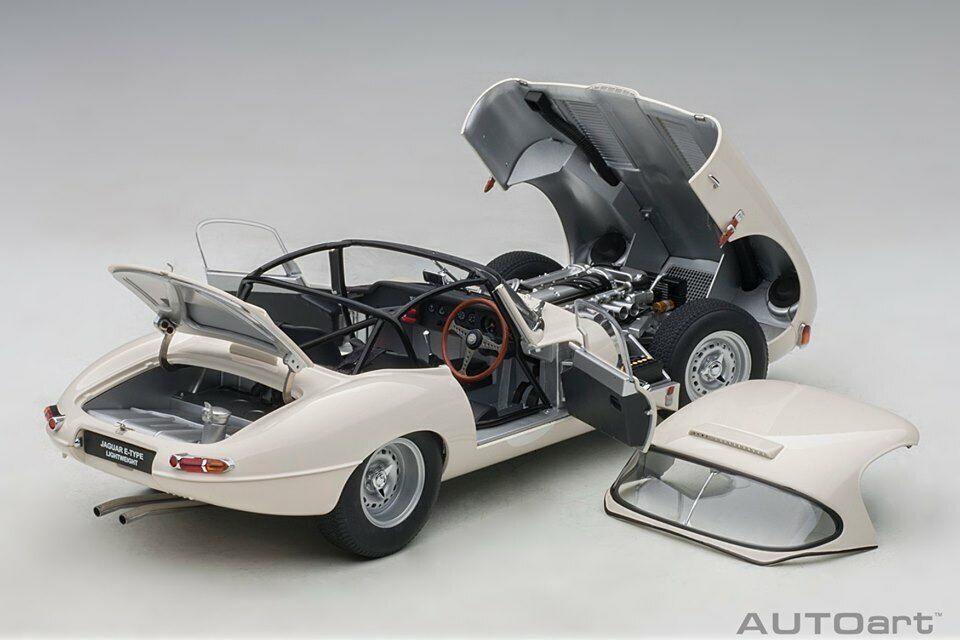 JAGUAR LIGHTWEIGHT E-type Blanc AutoArt MODEL 1 18  73649