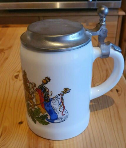 Bierkrug mit Zinndeckel Bayerische Wappen