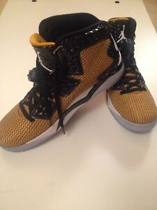 new product 45d73 caa5e Image is loading New-Gold-amp-Black-Nike-Air-Jordan-Spike-